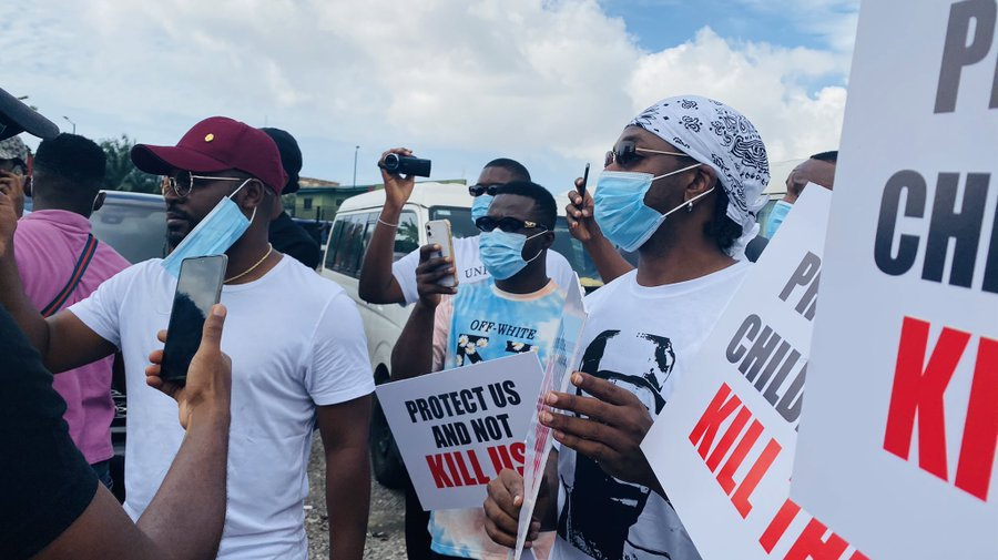 Popular musicians, Falz and Runtown, lead the #EndSARS protest in Lagos