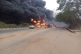 cars and people being burnt along Lagos-Ibadan expressway
